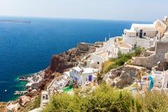 Vista de la ciudad de Fira - isla de Santorini, Creta, Grecia. Escaleras concretas blancas que llevan abajo a la bahía hermosa Imagen de archivo
