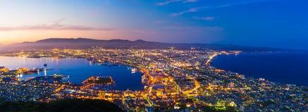 Vista de la ciudad de Hakodate, Hokkaido en el crepúsculo imagenes de archivo