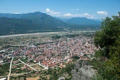 Vista de la ciudad de Kalabaka imagen de archivo libre de regalías