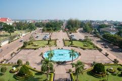 Vista de la ciudad de la puerta de Patuxai en Vientián Fotografía de archivo libre de regalías