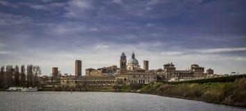 Vista de la ciudad de Mantova, Italia Fotografía de archivo