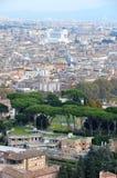 Vista de la ciudad de Roma con la basílica de San Pedro Imagen de archivo