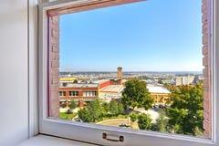 Vista de la ciudad de Tacoma a través de la ventana imagenes de archivo