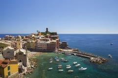 Vista de la ciudad de Vernazza Fotos de archivo