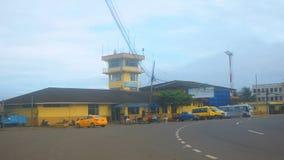 Vista de la ciudad del aeropuerto de la coca del EL La coca del EL es un pueblo a lo largo del río de Napo Fotografía de archivo libre de regalías