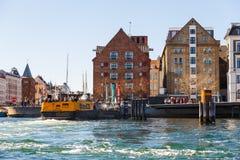 Vista de la ciudad vieja de Copenhague del canal Fotos de archivo