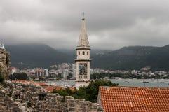 Vista de la ciudad vieja de Budva imagen de archivo