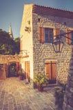 Vista de la ciudad vieja de Budva en verano montenegro imagen de archivo