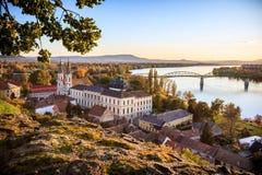 Vista de la ciudad vieja de Esztergom Foto de archivo libre de regalías