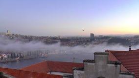 Vista de la ciudad vieja de Oporto, Portugal almacen de metraje de vídeo