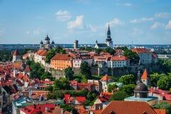 Vista de la ciudad vieja de Tallinn de la torre de iglesia del ` s del St Olaf Tallinn, Estonia Imagen de archivo