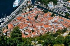 Vista de la ciudad vieja de Kotor Imágenes de archivo libres de regalías