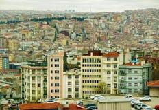 Vista de la ciudad y de las casas interesantes Imagen de archivo libre de regalías