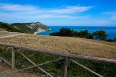 Vista de la costa adriática en la región de Marche de Italia Fotografía de archivo libre de regalías