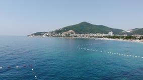 Vista de la costa costa de la ciudad de Budva, Montenegro Balcanes, mar adri?tico, Europa almacen de video