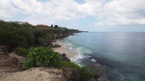Vista de la costa con la playa almacen de video