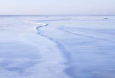 Vista de la costa costa del mar en invierno Fotos de archivo libres de regalías