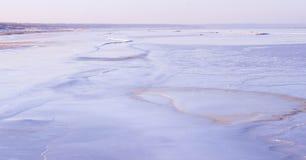 Vista de la costa costa del mar en invierno Fotos de archivo