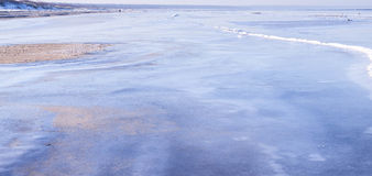 Vista de la costa costa del mar en invierno Imagen de archivo