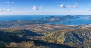 Vista de la costa de mar adriática y de la península de Lustica cerca de Tivat CIT Foto de archivo libre de regalías