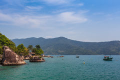 Vista de la costa de montañas y del mar de Paraty - RJ Fotografía de archivo