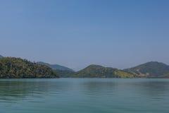 Vista de la costa de montañas y del mar de Paraty - RJ Foto de archivo