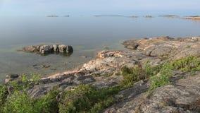 Vista de la costa del golfo de Finlandia en una mañana soleada Hanko, Finlandia metrajes