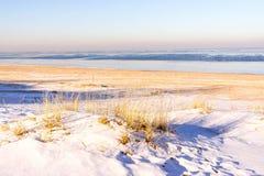 Vista de la costa en invierno Imagen de archivo libre de regalías