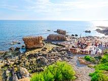 Vista de la costa y del mar en Alghero Cerdeña, Italia Fotos de archivo libres de regalías