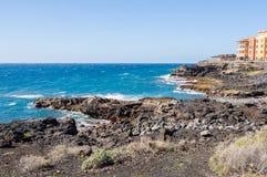 Vista de la costa y del puerto deportivo de Los Abrigos en al sureste de Foto de archivo