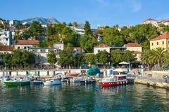 Vista de la costa y del puerto Herceg Novi imagen de archivo