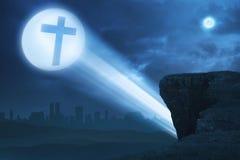 Vista de la cruz azul brillante de luces Imagenes de archivo