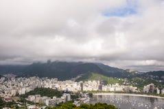 Vista de la ensenada de Botafogo en Rio de Janeiro imagenes de archivo