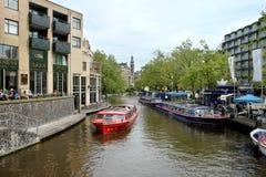 Vista de la estación azul de las travesías del canal del barco Imagen de archivo libre de regalías