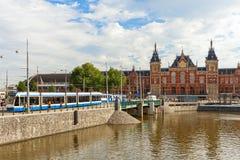 Vista de la estación central en Amsterdam fotos de archivo