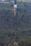 Vista de la estación intermedia de la plantación de piñas del cablecarril Miskhor Foto de archivo libre de regalías