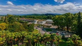 Vista de la estación de tren y bajar la estación funicular en Pau, Francia foto de archivo libre de regalías