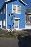 Vista de la fachada de una casa colorida en la vecindad de Marigny en la ciudad de New Orleans, Luisiana Foto de archivo