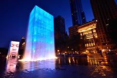 Vista de la fuente de la corona en parque del milenio en Chicago Foto de archivo