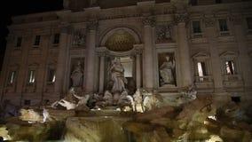Vista de la fuente famosa del Trevi en Roma almacen de metraje de vídeo