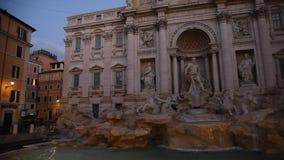 Vista de la fuente famosa del Trevi en Roma almacen de video