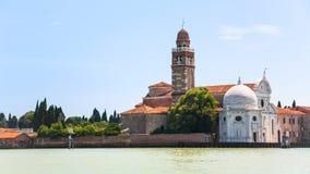 Vista de la iglesia en la isla de San Micaela en Venecia Imagen de archivo libre de regalías