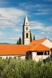 Vista de la iglesia histórica en Orebic Foto de archivo