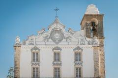 Vista de la iglesia principal de la ciudad de Olhao, Portugal foto de archivo