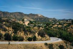 Vista de la impulsión de Mulholland y del Hollywood Hills fotos de archivo