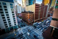 Vista de la intersección del lombardo y de Calvert Streets en downt Fotos de archivo