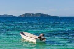 Vista de la isla náufraga en Fiji foto de archivo