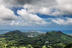 Vista de la isla de Oahu del puesto de observación de Nuuanu Pali fotografía de archivo