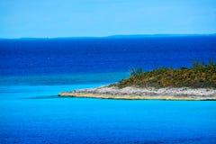 Vista de la isleta de la media luna en las Bahamas Fotos de archivo