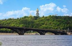Vista de la Kiev-Pechersk Lavra en Kiev Imagen de archivo libre de regalías